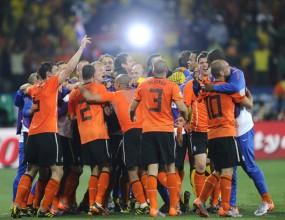 Холандците смениха хотела преди финала