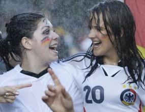 ФИФА компенсира немски и испански фенове