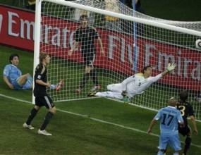 Вратарят на Уругвай пое вината за втория гол на Германия