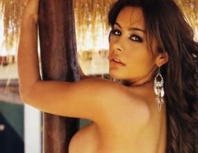 Лариса се снима гола и за Испания