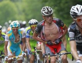"""Армстронг участва в масово падане на """"Тур дьо Франс"""""""