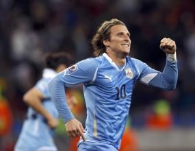"""ФИФА реши: """"Златната топка"""" е за Диего Форлан"""