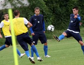 Левски тренира на групи, Бензукан е здрав