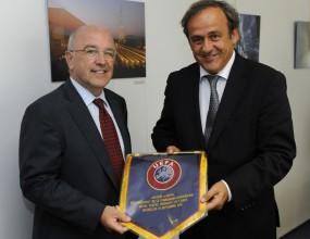 Националните отбори са приоритет на УЕФА, заяви Мишел Платини