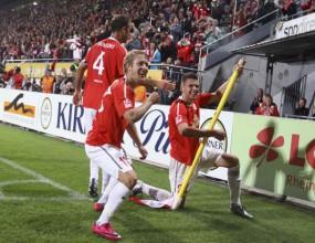 Бундеслигата с главата надолу преди дербито на шампиона срещу лидера