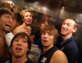 Французите заседнаха в асансьора на хотела