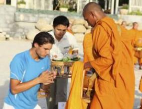 Атеистът Надал в церемония с будисти