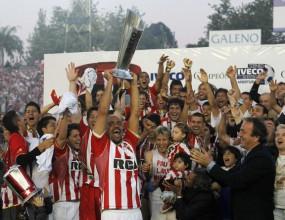 Естудиантес шампион на Апертура в Аржентина