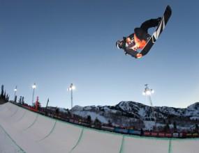 Луи Вито със сноуборд-пайп DEW TOUR купата, Люк Митрани първи в последния старт