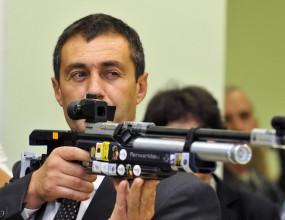 Свилен Нейков: Петни се името на България, така не може