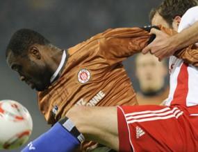 Санкт Паули прегъна Хамбургер и е номер 1 за 2011-а