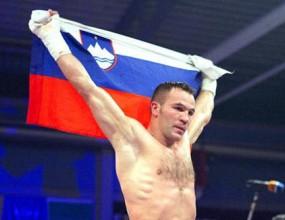 Ян Завек защити титлата си