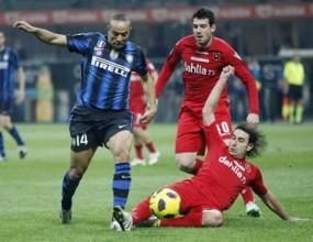 Интер едва би Каляри, но продължава да притиска Милан (видео)