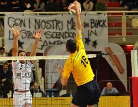 Краси Стефанов с 16 точки, Пинето с 19-та загуба в Серия А2