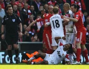 Футболистите на Ман Юнайтед не пуснали Карагър да се извини на Нани