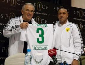 Роберто Карлош бе избран за капитан на Анжи