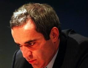 Гари Каспаров ще играе шах с 15 българчета