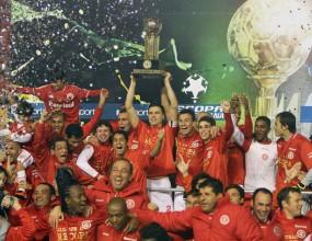 Интернасионал спечели Суперкупата на Южна Америка