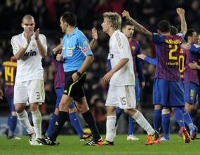 Зрелище и смешен съдия: Реал Мадрид разкъса Барса, но каталунците пак триумфираха (видео)