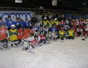 """Сто 10-годишни """"майстори"""" ще блестят на хокей на лед в София"""