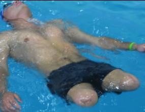 Момче с ампутирани крака иска да плува на Олимпиадата