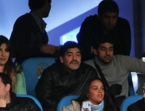 Марадона изгледа на живо дербито на Манчестър
