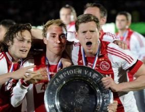 Аякс триумфира с титлата на Холандия, тотален срив за Твенте