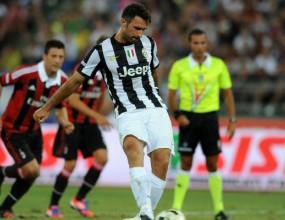 Спорна дузпа помогна на Юве да надвие Милан (видео)