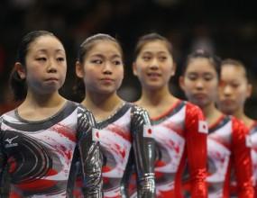 Японците получиха медали за късмет при заминаването си за Лондон