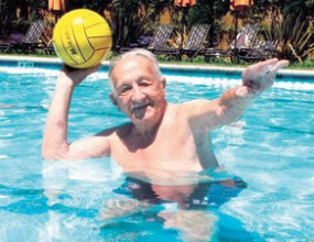 Най-старият жив олимпийски шампион: Хитлер падаше в басейна
