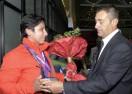 Посрещнаха параолимпийците с цветя и плакети