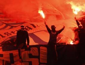 60 фенове на Шалке загазиха заради факли