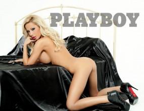 Playmate 2012 и Фънки забавляват в новия Playboy