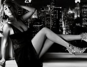 Пленителната Кейт Ъптън в черно-бяла фотосесия по бельо (снимки)