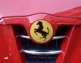 """Alfa Romeo сменя """"недостойните"""" си двигатели с Ferrari"""