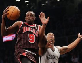 Чикаго се върна от -16 и победи в Бруклин