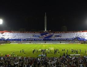 Вижте най-голямото знаме, разпъвано на футболен мач (снимки)
