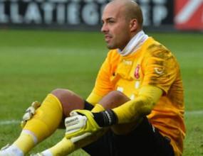 Треньорът на Бербатов: Трябва ни нов вратар, но няма да е Николай Михайлов