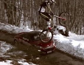 Peugeot RCZ vs. Downhill bike (Видео)