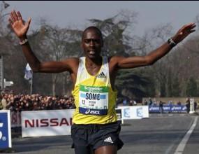 Кениец e изненадващият победител на маратона в Париж