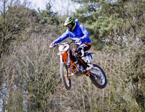 Райконен си почива с мотокрос (снимки)