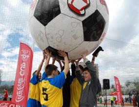 """Деца иродители спортуваха заедно в районния етап на """"Купата на Coca-Cola: Движи се!"""""""