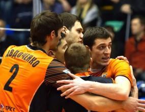 Алекс Симеонов и Шахтьор стигнаха до пети мач във финал в Беларус