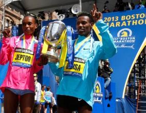 Етиопец и кенийка спечелиха кървавия маратон в Бостън