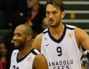 Анадолу Ефес остана в играта след домакински успех над Олимпиакос