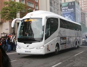 Реал Мадрид подари луксозен автобус на феновете на Левски (видео)