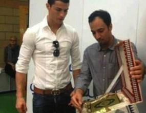 Подаряват Коран на Роналдо
