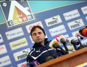 """Треньорът на Левски уточни думите си за """"сините"""" легенди"""
