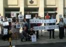 """Негодуванието срещу ACTA заля и Брюксел - посрещнаха Пламен Орешарски с """"No ACTA"""""""