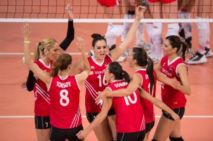 Турция на 1/4-финал след разгромно 3:0 над Беларус